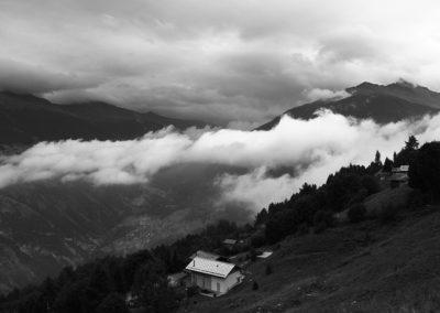 Nuages dans la montagne - Inspired Mountain Bike Adventure