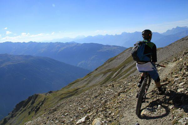 Inspired Mountain Bikes Adventures - Expériences de VTT en Suisse de qualité